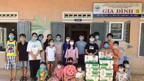 Tặng 8.400 hộp sữa cho các em học sinh đang phải cách ly của tỉnh Điện Biên