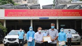 Thưởng nóng công nhân xử lý rác thải y tế liên quan dịch bệnh