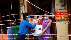 San sẻ khó khăn mùa dịch, Vinamilk tặng 45.000 phần quà cho người dân gặp khó khăn tại TPHCM, Bình Dương, Đồng Nai