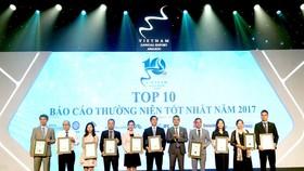 Đại diện Tập đoàn Novaland nhận giải Top 10 Báo cáo Thường niên 2017