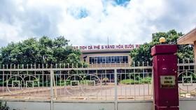 """Sau 10 năm xây dựng với nhiều tham vọng, tháng 8-2019 tỉnh Đắk Lắk đã buộc phải """"khai tử"""" Sàn giao dịch cà phê và hàng hóa Buôn Ma Thuột, khi cho bán đấu giá tài sản khu đất."""