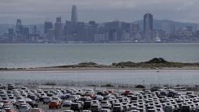 Ôtô mới tại kho bãi gần cảng Richmond, bang California của Mỹ. (Ảnh: AFP/TTXVN)