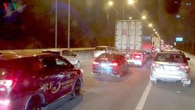 Cao tốc TP HCM- Long Thành- Dầu Giây thường xuyên kẹt xe vào cuối tuần.