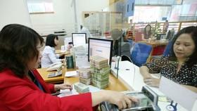 Ngân hàng giảm lãi suất, tăng hỗ trợ cho doanh nghiệp trong đại dịch