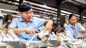 Ngành da giày sẽ gặp khó khăn khi nguồn nguyên phụ liệu chỉ dự trữ đến đầu tháng 4.