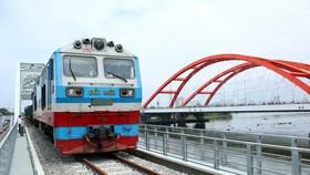 Ngành đường sắt có nguy cơ phải dừng chạy tàu nếu không kịp thời được giao vốn. (Ảnh: Tiến Lực/TTXVN)