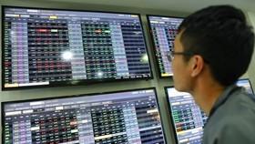 """Nhà đầu tư """"tháo chạy"""", VN Index giảm hơn 6%"""