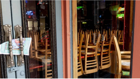Một nhà hàng đóng của ở New Orleans vì Covid19.  Ảnh BLOOMBERG