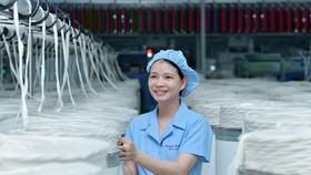 Ngành dệt may chịu ảnh hưởng trực tiếp của dịch COVID-19. (Ảnh: Đức Duy/Vietnam+)