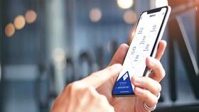 Ứng dụng ngân hàng đang trở thành một phần tất yếu của cuộc sống hiện đại. (Ảnh: CTV/Vietnam+)