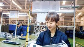 Dây chuyền sản xuất công nghiệp phụ trợ tại công ty NamAe Vina - Hàn Quốc trong KCN Đại An -  Hải Dương. Ảnh: VIẾT CHUNG
