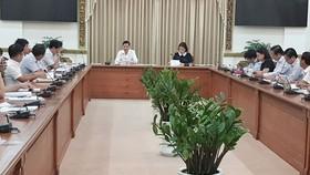 Phó Chủ tịch UBND TPHCM Trần Vĩnh Tuyến chủ trì cuộc họp với các sở ngành, quận huyện về tình hình kế hoạch giải ngân đầu tư công.