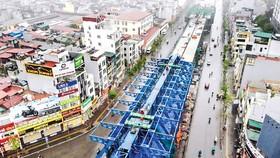 Dự án cầu cạn Vành đai 2 đoạn qua đường Minh Khai đã tạm dừng thi công.