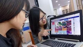 Hoạt động mua bán online diễn ra ngày càng sôi động (Ảnh minh họa: KT)