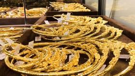 Vàng trong nước chạm mốc 56 triệu đồng/lượng