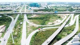 """TPHCM ưu tiên phát triển hạ tầng giao thông để tháo gỡ các """"nút thắt"""" tăng trưởng. Ảnh: CAO THĂNG"""