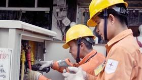 Các phương án sửa đổi được thực hiện theo nguyên tắc đảm bảo giữ nguyên mức giá bán lẻ điện bình quân cho sinh hoạt hiện hành. Ảnh: Hoa Việt Cường.
