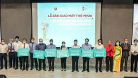 Các đơn vị ở TPHCM hỗ trợ máy thở cho Bệnh viện đa khoa Trung ương Cần Thơ