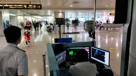 Thủ tướng nhấn mạnh kiểm soát chặt chẽ dịch bệnh khi mở đường bay quốc tế - Ảnh: VĂN BÌNH