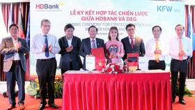 HDBank ký kết hợp đồng phát hành trái phiếu chuyển đổi và hợp tác chiến lược với DEG
