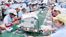 Dây chuyền sản xuất tai nghe tại một doanh nghiệp có vốn FDI Hàn Quốc. (Ảnh: Hoàng Nguyên/TTXVN)