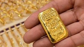 Vàng miếng được bán tại cửa hàng ở Dubai, Các tiểu vương quốc Arab thống nhất (UAE), ngày 29/7/2020. (Ảnh: AFP/TTXVN)