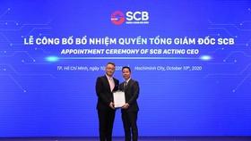 Ông Chen Yi - Chung nhận quyết định bổ nhiệm Quyền Tổng Giám đốc SCB