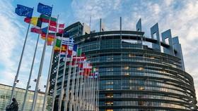 EU bắt đầu vay nợ