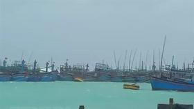 Tàu thuyền tránh trú bão số 9 tại âu tàu của đảo Song Tử Tây, Trường Sa, Khánh Hòa. (Nguồn: TTXVN phát)