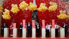 Ban lãnh đạo Tập đoàn Novaland cùng các Khách mời trong Lễ khai trương Novaland Gallery