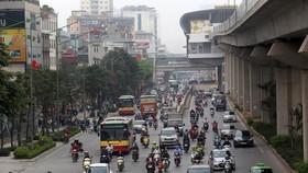 Xe buýt vẫn là phương tiện chủ lực của vận tải công cộng ở thành phố Hà Nội trong những năm tới đây. (Ảnh: Huy Hùng/Vietnam+)