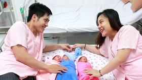 Gia đình chị Nguyễn Thanh Thanh M. (26 tuổi, ngụ TP Cần Thơ) vui mừng với các con của mình…