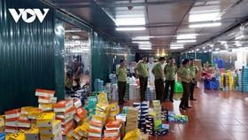 Lực lượng QLTT tăng cường kiểm tra, kiểm soát hàng hóa dịp cuối năm.