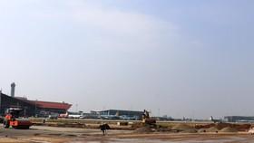 Đường băng sân bay Nội Bài sẽ hoàn thành việc sửa chữa, cải tạo nâng cấp giai đoạn 1 để đáp ứng cho kế hoạch khai thác cao điểm Tết. (Ảnh: Việt Hùng/Vietnam+)
