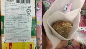 Gói hàng 3 chiếc iPhone của anh Lê Văn Hiệp (Khánh Hòa) bị đánh tráo thành đất đá - Ảnh: VĂN HIỆP