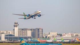 Cảng hàng không Tân Sơn Nhất đang quá tải cả dưới đất và trên trời do khai thác vượt công suất thiết kế. (Ảnh: Việt Hùng/Vietnam+)