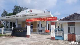 UBND huyện An Phú đã đưa 8 cán bộ, giáo viên đã được anh T. chở đi chơi, đi tập huấn bằng xe 16 chỗ vào khu cách ly tập trung ở xã Đa Phước - Ảnh: BỬU ĐẤU