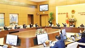 Ủy ban Thường vụ Quốc hội biểu quyết thông qua việc chuyển đổi phương thức đầu tư. (Ảnh: Trọng Đức/TTXVN)