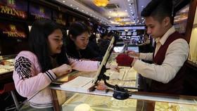 Giá vàng trong nước xuống ngưỡng 56,5 triệu đồng/lượng