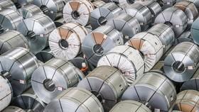 Sản phẩm thép cuộn tại một nhà máy ở Salzgitter, Đức. (Nguồn: EPA/TTXVN)