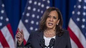 Gói cứu trợ COVID-19 được Thượng viện Mỹ thông qua nhờ lá phiếu thuận của Phó Tổng thống Kamala Harris. (Ảnh: AFP/TTXVN)