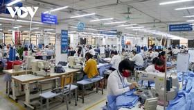 Các dây chuyền sản xuất tại Tổng Công ty May 10 được thực hiện cách ly, khử khuẩn đảm bảo an toàn cho người lao động.