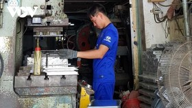 Doanh nghiệp ở TP HCM đang sản xuất đầu năm.
