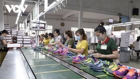Do ảnh hưởng của Covid-19 khiến thị trường xuất khẩu ngành da giày gặp nhiều khó khăn.