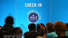 Người dân tham gia hội chợ việc làm tại Washington, DC, Mỹ. (Ảnh: AFP/TTXVN)