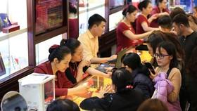 Giao dịch vàng tại doanh nghiệp. (Ảnh: PV/Vietnam+)
