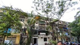 Chung cư cũ Giảng Võ, quận Ba Đình xuống cấp nghiêm trọng - Ảnh: QUANG THẾ