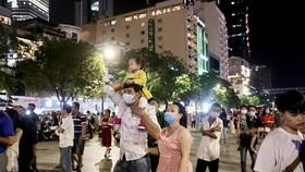 Người dân tại phố đi bộ Nguyễn Huệ. (Ảnh minh họa. Nguồn: TTXVN)