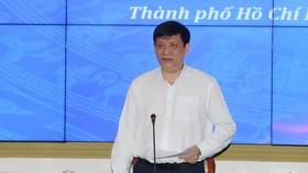 Bộ trưởng Bộ Y tế Nguyễn Thanh Long phát biểu tại buổi kiểm tra công tác phòng chống dịch COVID-19 ở TP.HCM sáng nay 28-4 - Ảnh: CTV