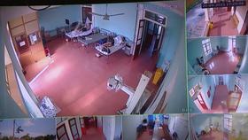 Các ca mắc COVID-19 sau khi nhập cảnh đang được điều trị, theo dõi chặt chẽ tại Bệnh viện Đa khoa khu vực Tây Nam Nghệ An - Ảnh: D.HÒA